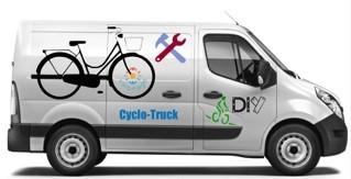 Camion aménagé en atelier vélo mobile